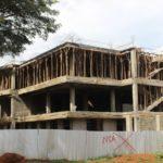 Kenianische Betonbauten verbrauchen massenhaft Holz für die Decken/Böden
